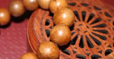vòng tay trầm hương