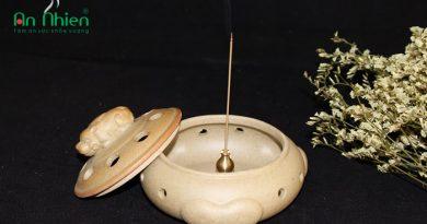 Lư Đốt Trầm ( Nắp Hình Nghê )là một loại dụng cụ xông trầm bằng gốm cao cấp