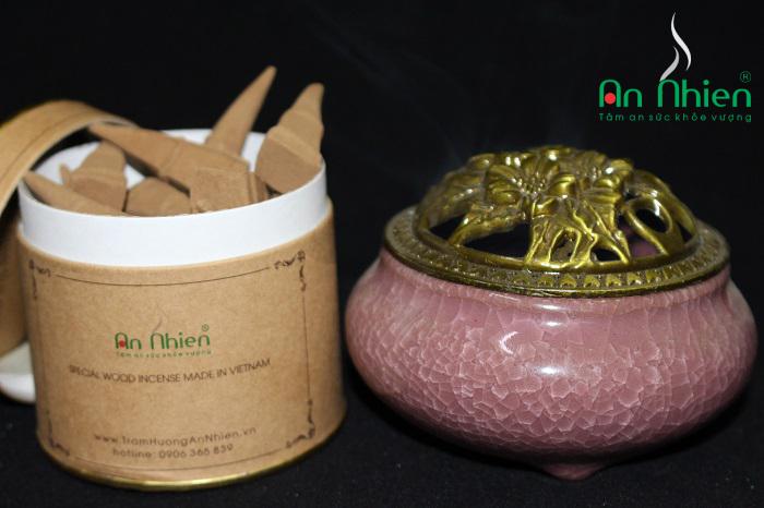 Trầm nụ thường chỉ được làm từ bột trầm hương kết hợp cùng keo bời lời. Vậy đâu là 03 Lợi Ích Lớn Từ Nhang Nụ Trầm Hương mà người dùng vẫn luôn quan tâm.