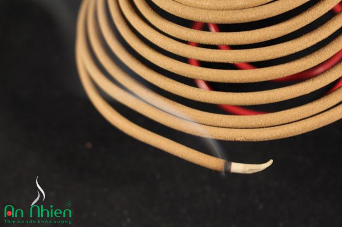 Nhang Thơm Cao Cấp của Trầm Hương An Nhiên là loại nhang trầm hương cao cấp
